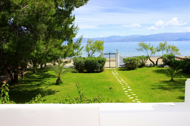 Corfu Kavos Beach House Upper floor Casa Margarita/ Αρ.γν.1102941, vacation rental in Lefkimi