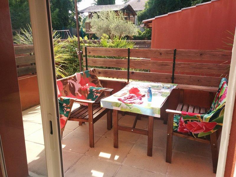 Duplex ensoleillé avec terrasse Montpellier Nord, aluguéis de temporada em Les Matelles