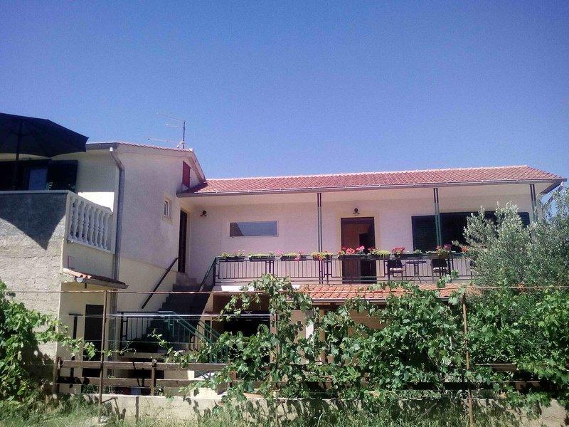 Holiday Apartment B Pirovac, casa vacanza a Pirovac