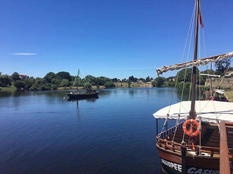 Barco no rio - 3 minutos a pé
