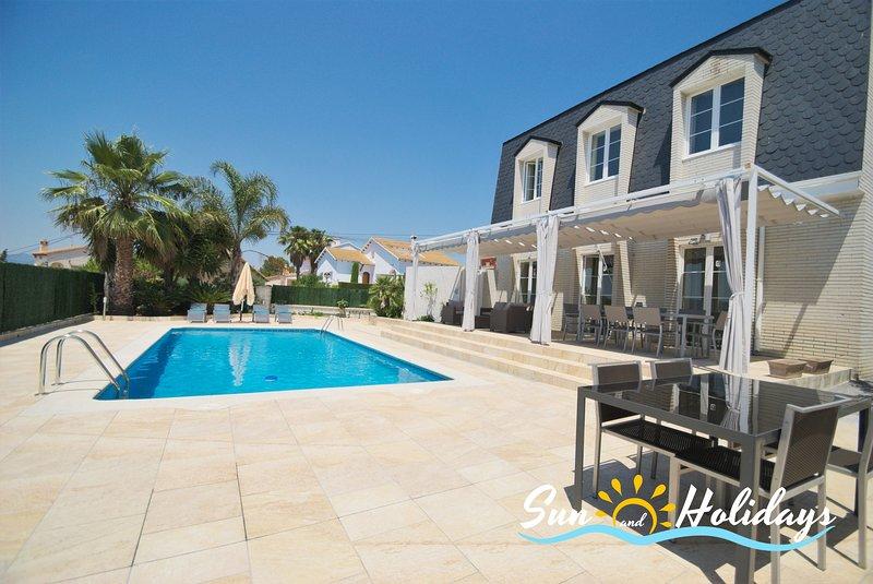 Villa de lujo Oasis con piscina privada y gimnasio para 7 personas, alquiler de vacaciones en El Vendrell