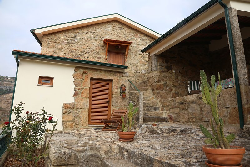 Quinta Recião-Caretaker House, holiday rental in Armamar