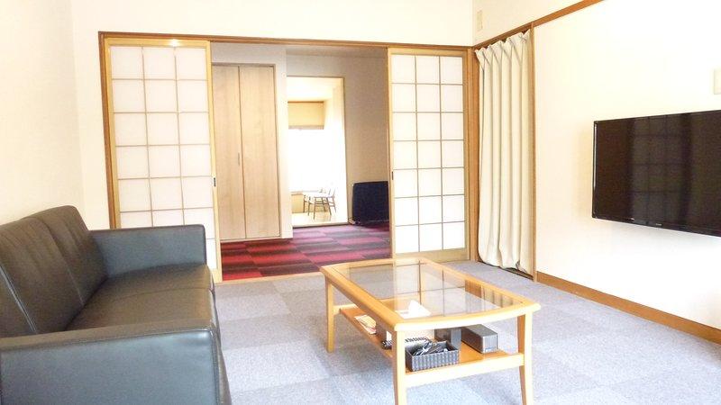 Wir renovierten japanisches Haus. 2-Bett-Zimmer und huton Raum. 1. Stock ist in Ordnung Sushi-Restaurant.
