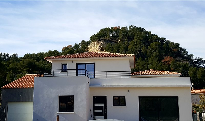 Villa à 700m de la mer 6 personnes proche tous commerces Ensues la Redonne, holiday rental in Marignane