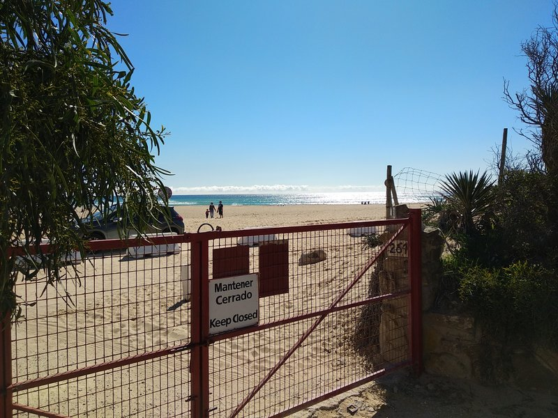 Where is the beach gate giving access to the private parking