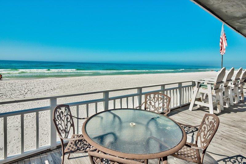 Island Time- Wonderful Private Beachfront Home - Beautiful!!!, casa vacanza a Upper Grand Lagoon
