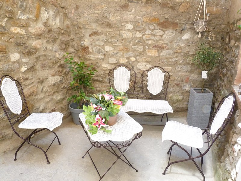 Beautiful house with terrace & Wifi, vacation rental in Cascastel-des-Corbieres