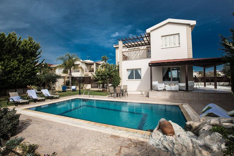 Sunny Coast Villa 6, Private pool and sea views, holiday rental in Liopetri
