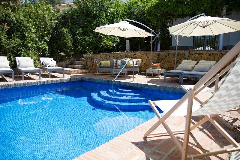 3 Bedroom Villa in El Paraiso, holiday rental in El Paraiso