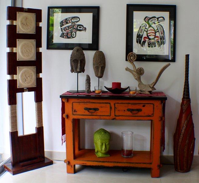 Chinese lampen met een Canadese flair + inheemse kunst van Timor / Borneo