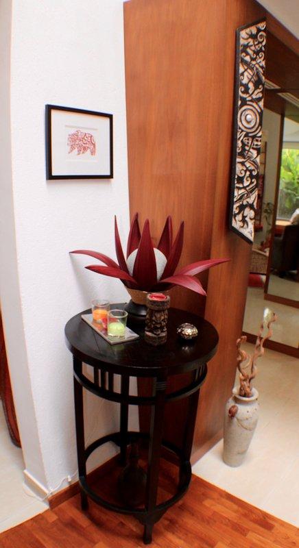 Balinese palm lamp & Borneose stammen schild