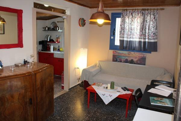 Surfer's Cottage, holiday rental in Palaia Fokaia