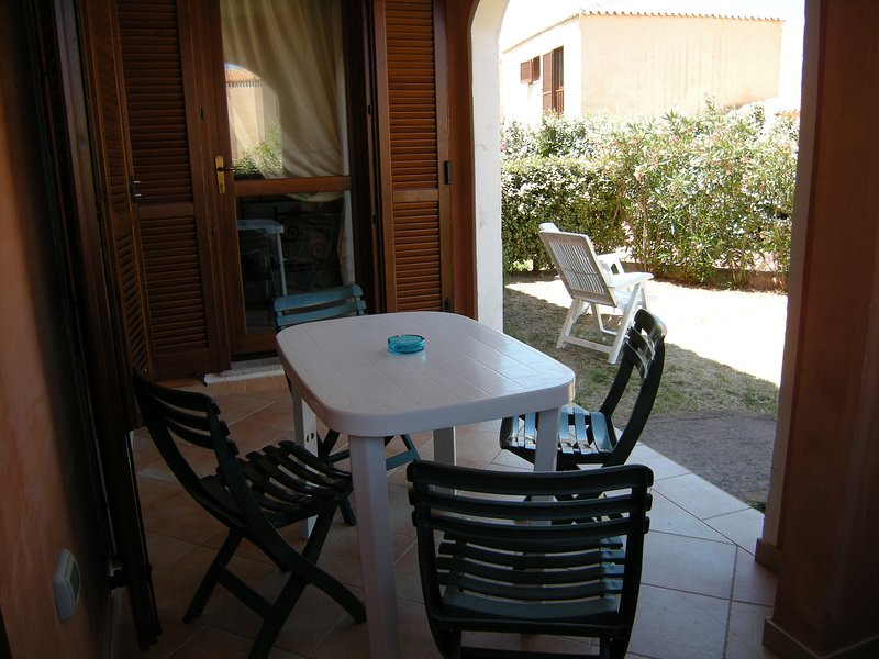 Trilocale 5 Piano Terra da Roberta - Mare & Mirice Case Appartamenti Vacanza, holiday rental in Aglientu