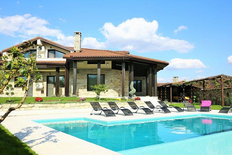 Villa Heaven Hills- relaxation, beach, luxury, tranquality, unique style, summer, holiday rental in Balchik