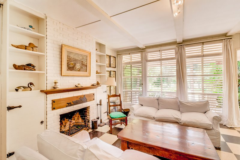 Beautiful, spacious villa w/ wood fireplace, 15 minutes to beach - dogs welcome!, holiday rental in Punta del Este