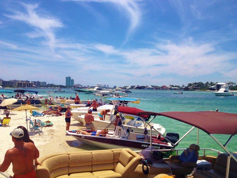 Fin de semana de verano en la cercana isla de Robinson en Orange Beach, Alabama