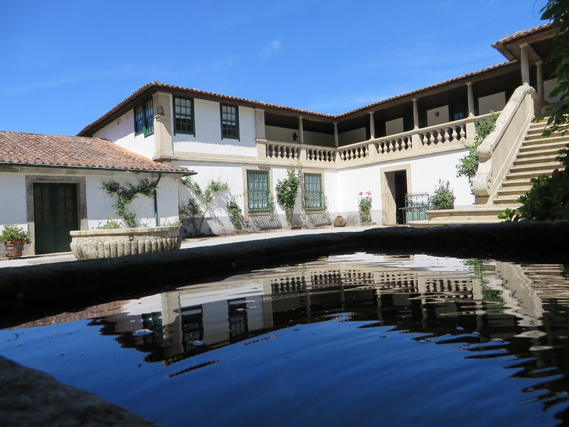 Casa de Piellas - Marvelous 7 bedroom manor house with private pool, holiday rental in Cerva