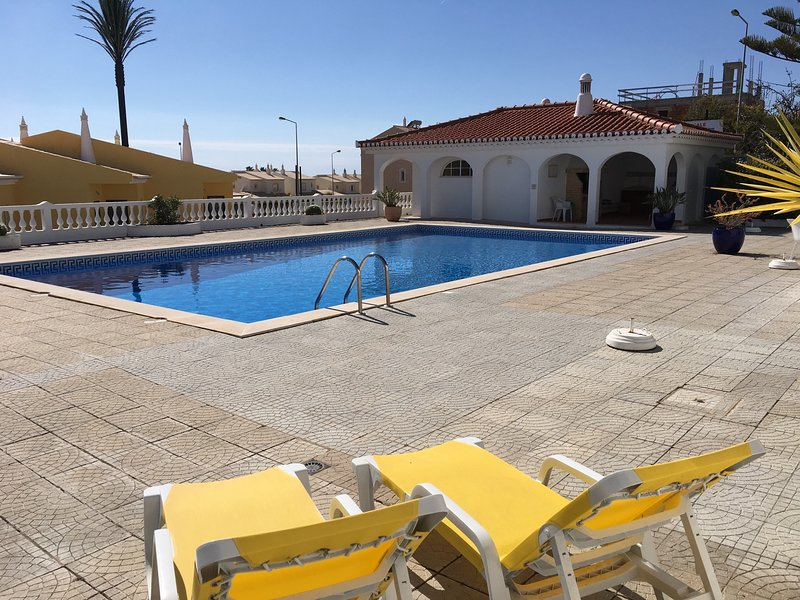 Sea View Studio room with Pool in Praia da Luz, holiday rental in Espiche