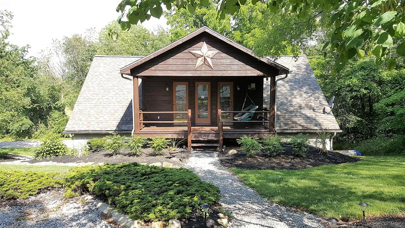 Heartland Cabin Tranquility Suite, holiday rental in Mount Vernon