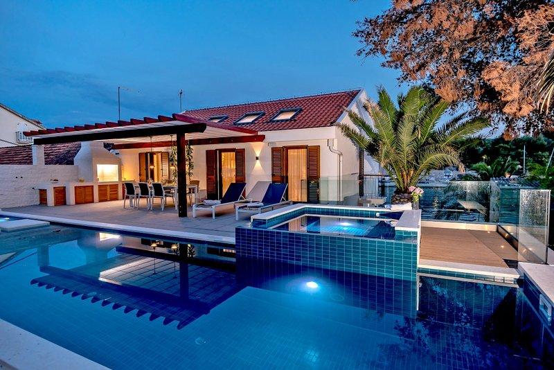 Villa Azure Milna – Luxurious private villa with heated pool, Milna, Brac, location de vacances à Milna