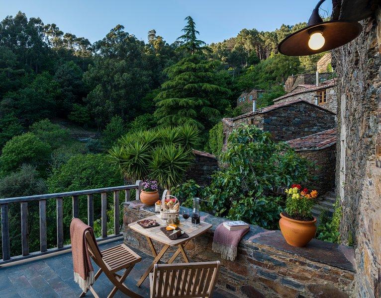 Casa das Estórias - Cerdeira Village, holiday rental in Portela do Fojo