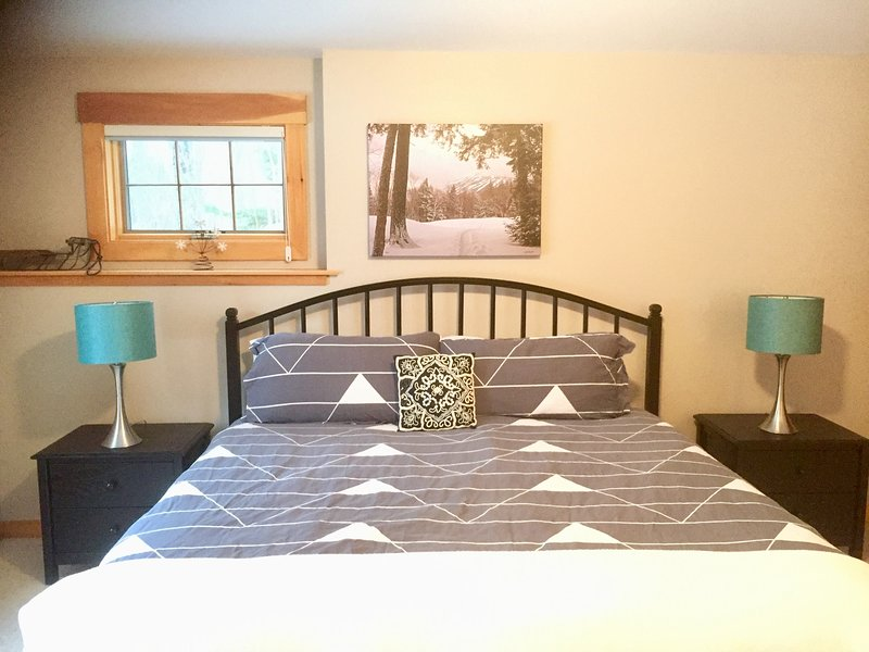 Well Appointed West Mountain Lodging, vacation rental in North New Portland