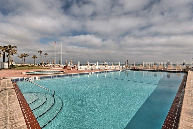 Les inquiétudes disparaissent tout en flânant dans ce 1 salle de bains Daytona Beach Location de vacances piscine station de studio!