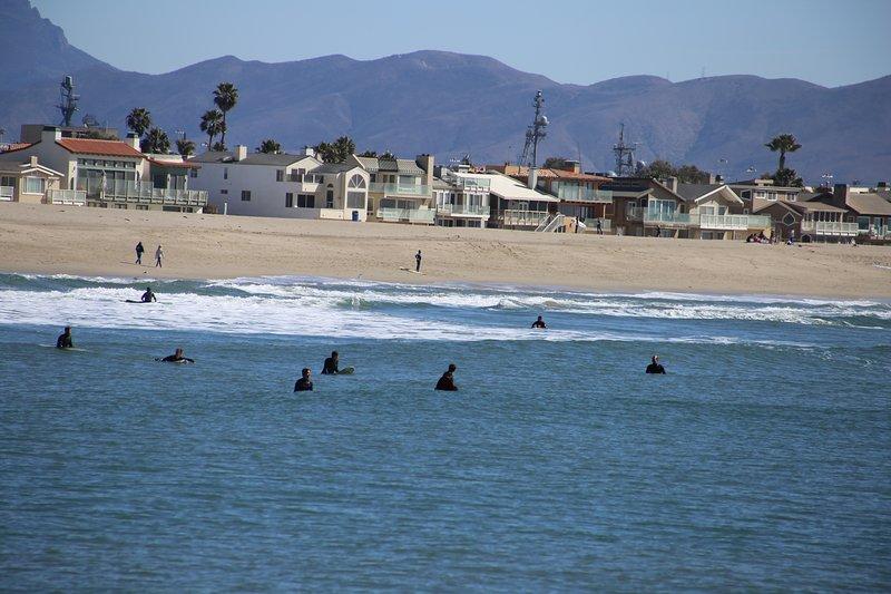 Silverstrand playa, a 5 minutos a pie de la puesta del sol del escondrijo. Algunos de los mejores surf en el condado de Ventura