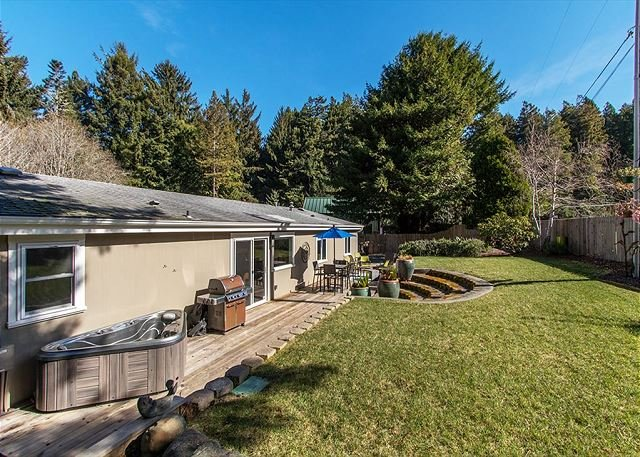 Hot tub, bbq, great outdoor furniture, this house has it all!