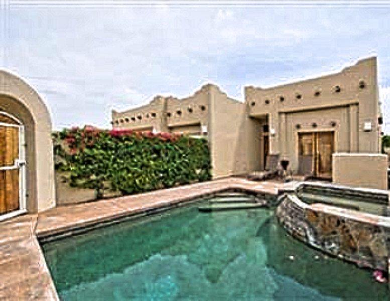 5 Star Gated 'Santa Fe Villa' Pool/Spa + Netflix!!, holiday rental in La Quinta