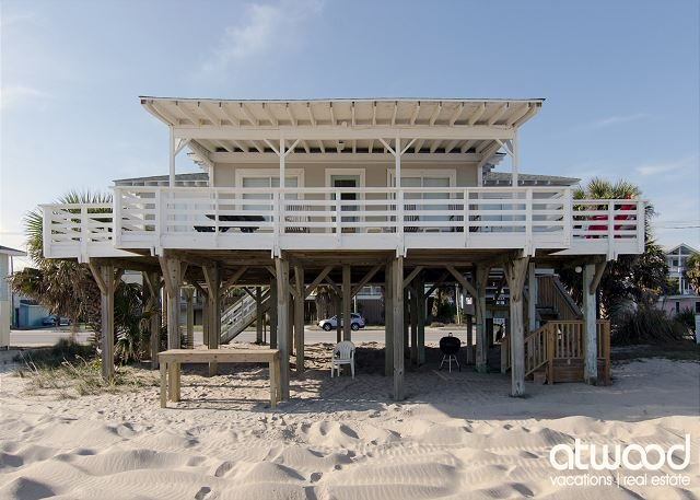 Sea Plus - 4 Bedroom Beach Front Home, holiday rental in Edisto Island
