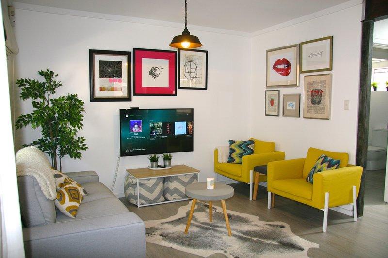 Cute n comfy lounge