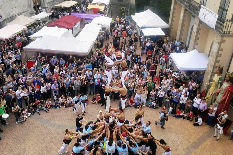 Throughout the year each town has its own festival. Here human towers at Llagostera
