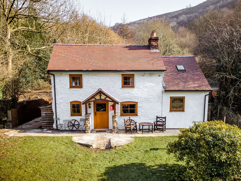 THE WILDERNESS, WiFi, patio with furniture, woodburning stove, Ref 913033, holiday rental in Pulverbatch