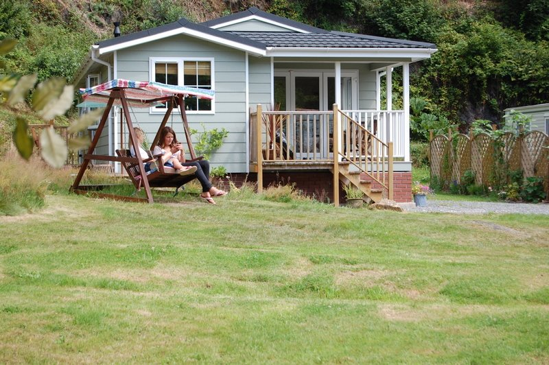 Luxury Holiday Lodge in woodland Setting 10 mins from Looe, holiday rental in Saint Germans