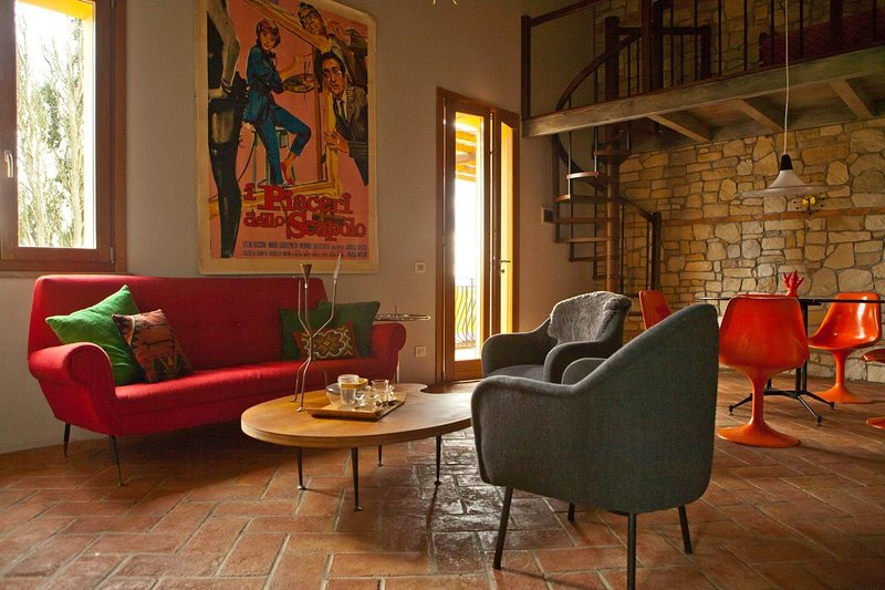 TUSCANY FOREVER RESIDENCE VILLA FAMIGLIA No.8, holiday rental in Volterra