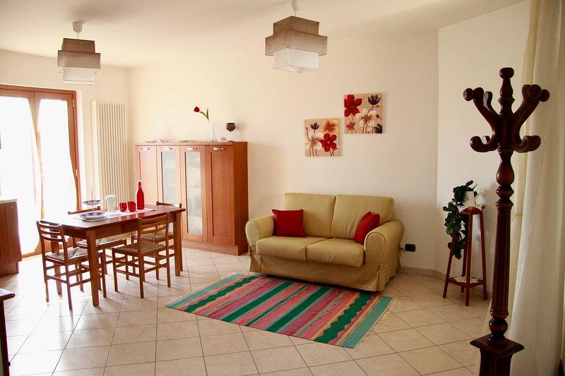 Casa dei fiori - Appartamento a 5 minuti a piedi dal mare, vacation rental in Province of Teramo