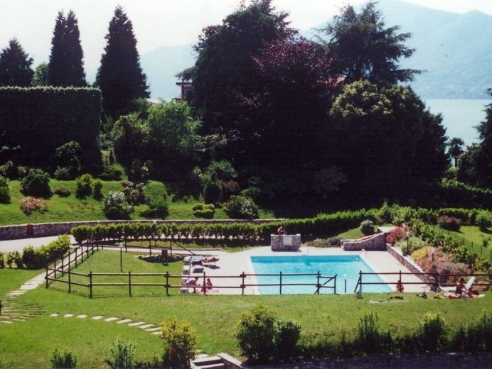 Farfalla 2 apartment with lake view and pool, holiday rental in Germignaga