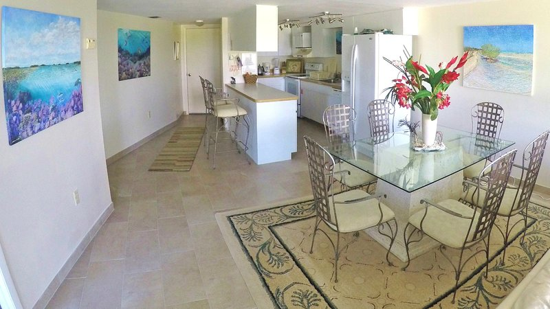 Dining & Bar Stools, Kitchen fully equipped all small and large modern appliances