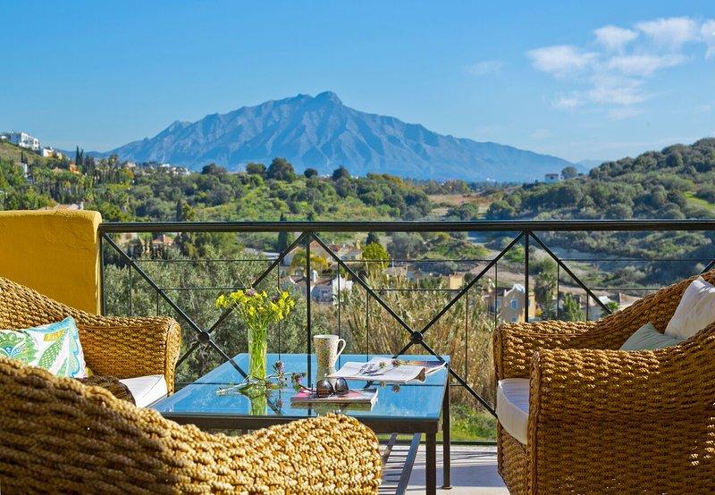 Los Olivos - Stunning 2 bedroom apartment - Marbella/San Pedro/Estepona area, vacation rental in Cancelada