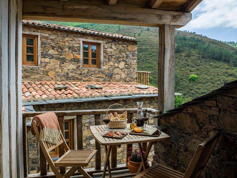 Casa do Sol - Cerdeira Village, holiday rental in Portela do Fojo