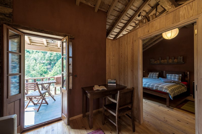 Casa das Vizinhas - Cerdeira Village, location de vacances à Gondramaz