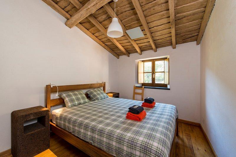Casa da Janela - Cerdeira Village, holiday rental in Portela do Fojo