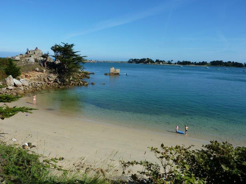 Chambre d'hôtes Sous le Soleil  500 m de la mer à Port Blanc, casa vacanza a Penvenan