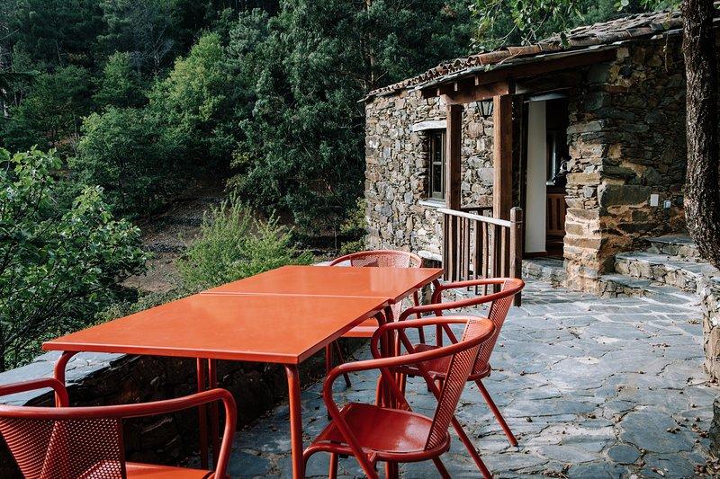 Casa da Azeitona - Cerdeira - Home for Creativity, location de vacances à Gondramaz