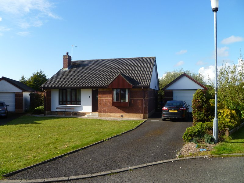 'Willowfield', whole house let, superb location,fun & peaceful sunsets(sleeps 6), vacation rental in County Londonderry