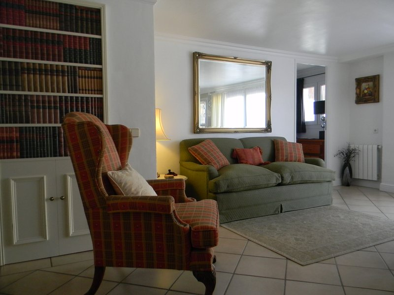 Smart 2 bedroom apt. in quiet residential area, aluguéis de temporada em L'Estartit