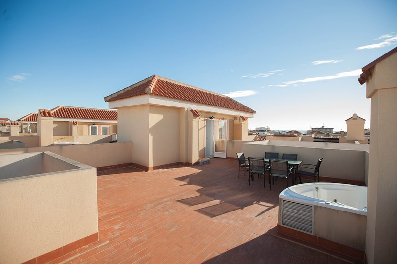 4 New house with jacuzzi and pool close to the Beach, vacation rental in La Zenia