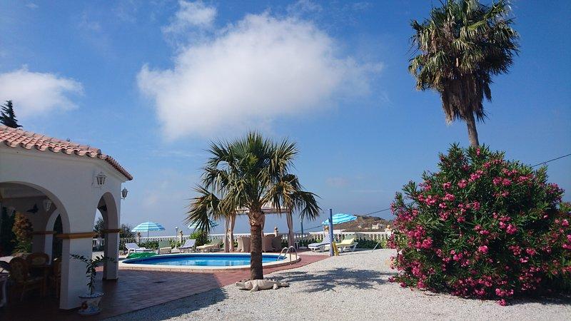 Studio de plein pied dans villa avec piscine et vue sur mer, vacation rental in El Morche