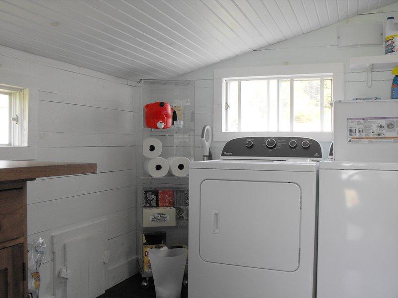 Servicio de lavandería se comparten con la casa de al lado.